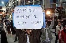 jóvenes iraníes defienden su derecho al uso de la energía nuclear con fines pacíficos y sanitarios