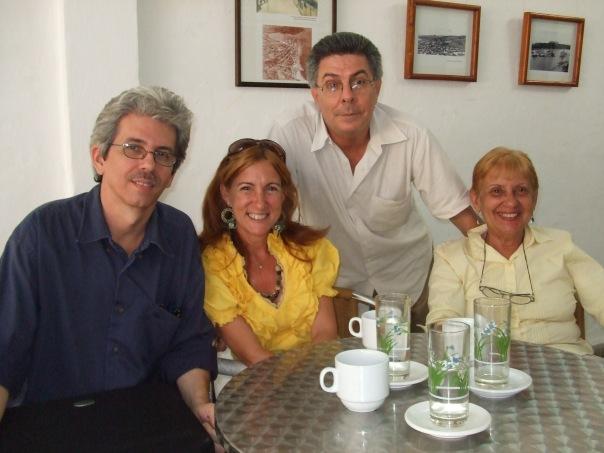 En la foto, Alberto Garrandés, Miladis Hernández, Ana Luz García Calzada y, de pie, Jorge Núñez Motes, presidente de la UNEAC aquí.