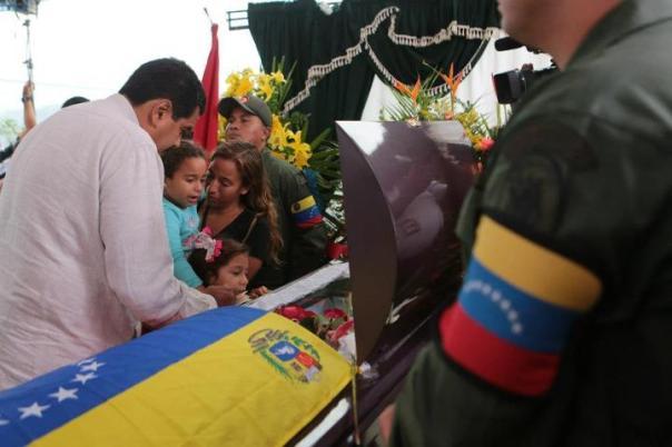 Maduro acompañó a las familias de las víctimas de la violencia opositora