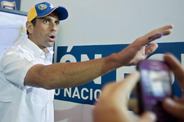 Capriles, en su campaña, llamó a votar para acabar con la violencia. Pero ahora llama a la violencia, en qué quedamos.