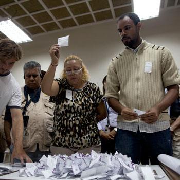 Un día después que el partido opositor pidiera oficialmente la auditoría, el CNE dijo venga la auditoría.