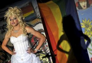 travestis-cubanos-toman-asalto-teatro-karl-marx