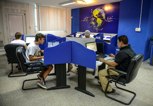 Esta foto fue la que salió  en el Herald, como apoyo al artículo ¨Cubanos se mofan de los nuevos cibercafés¨.