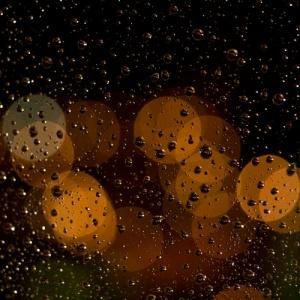 2010.03.01-Gotas-de-lluvia-en-una-noche-sin-estrellas