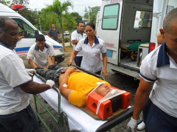 Sobre las 5 pm entró la ultima de las ambulancias con los lesionados.