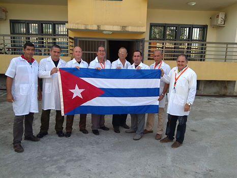Cada vez que puede, Ronald abre Facebook y cuenta, a través de fotos e historias, cómo los cubanos se enfrentan al Ébola en África. Esta es una de sus últimas publicaciones.