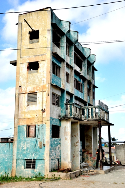 edificio de dos metros de ancho, en Maisí.